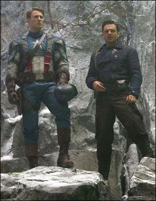 Chris Evans (Capitão América) e Sebastian Stan (Bucky Barnes e o Soldado Invernal)