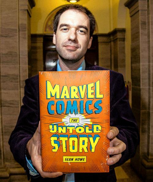 Sean Howe com o livro Marvel Comics - A História Secreta