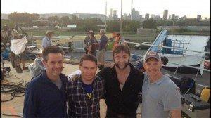 Equipe de produção de X-Men - Dias de Um Futuro Esquecido (da esquerda para a direita): Simon Kinberg, Bryan Singer, Hugh Jackman e Hutch Parker