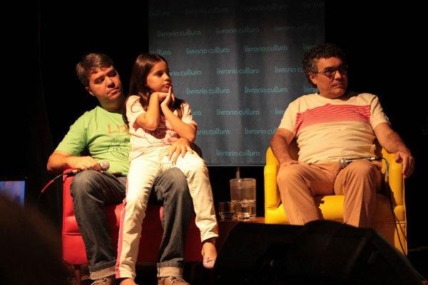 Daniel Brandão com sua filha, Liz, e Flávio Paiva
