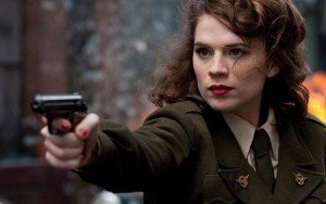 Hayyley Atwell como a Agente Peggy Carter