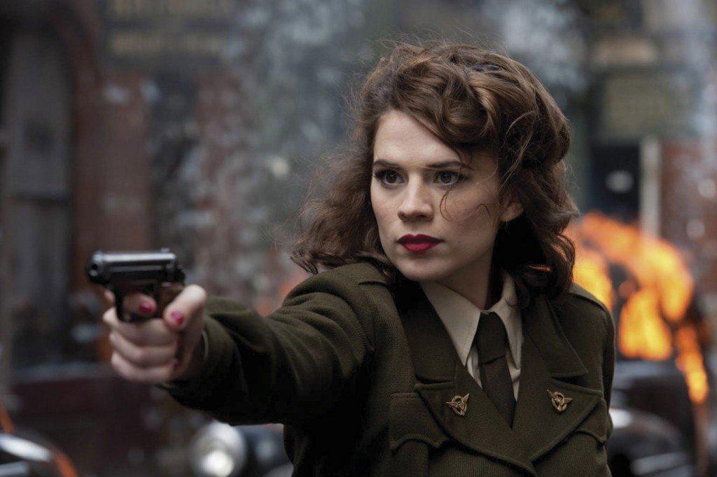 Hayley Atwell como a agente Peggy Carter, em Capitão América - O Primeiro Vingador