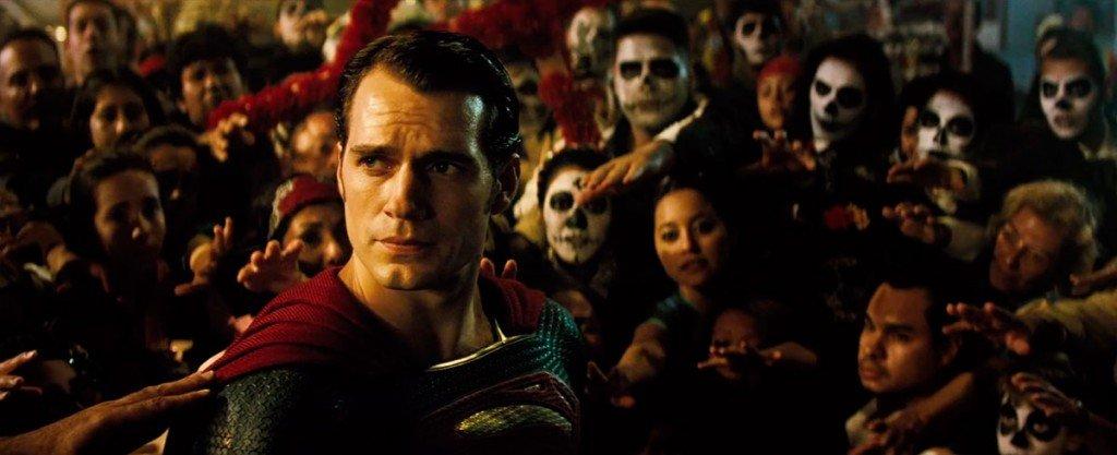 O povo cerca Superman