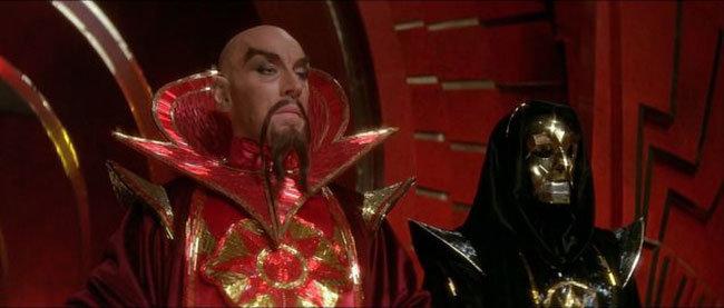Max von Sydow no papel do Imperador Ming