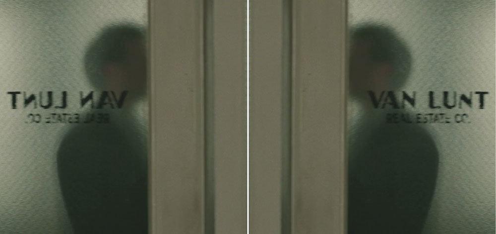 Logo da empresa de Van Lunt (invertido, à esquerda) e na posição correta (à direita), para facilitar a leitura.