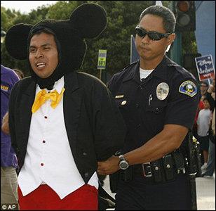 Mickey foi preso?