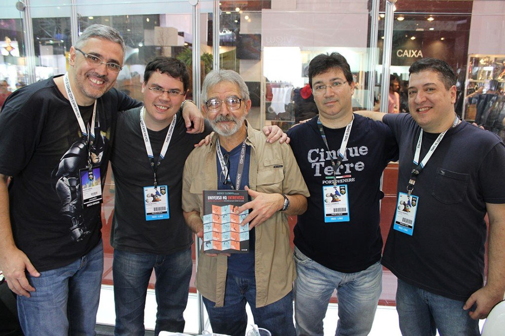 José Luis García-López recebe o livro Universo HQ Entrevista